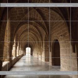 claustro monasterio piedra